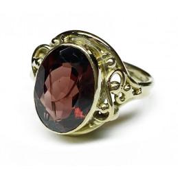 Garnet 18 ct gold ring